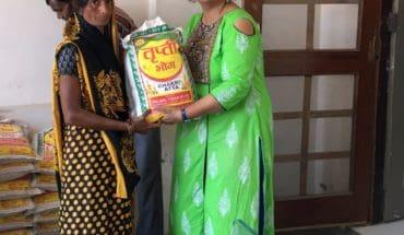 JALAUN-अनाज बैंक के द्वारा सत्तर से अधिक लाभार्थी महिलाओं को अनाज किया गया वितरित Soni News