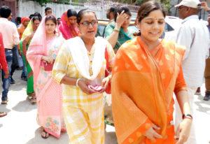 हमीरपुर-मुलायम परिवार की करीबी डॉ.वंदना की पंचायत अध्यक्ष कुर्सी गई Soni News