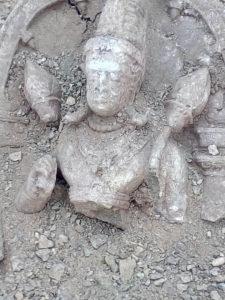MP-खुदाई में मिली कुबेर मूर्ति की रक्षा करता नाग का वीडीयो हुआ वायरल Soni News
