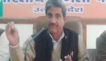 कानपुर देहात-मीडिया के सवालों से हिले यूपी के सहकारिता मंत्री मुकुट बिहारी वर्मा Soni News