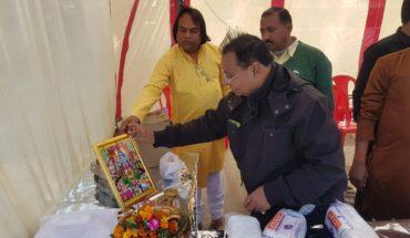जालौन-उरई रेलवे परिसर में मकर संक्रांति के उपलक्ष्य में  गरीबो को किये गए कम्बल,वस्त्र वितरण । Soni News