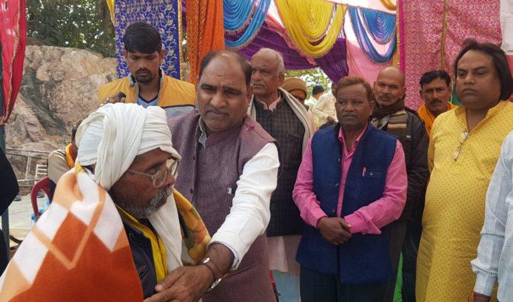 उरई-माँ रक्तदन्तिका मंदिर के प्रांगण में संस्कार ग्रामोत्थान संस्था के सौजन्य से महिला,पुरुषों को किया गया कम्बल वितरण Soni News