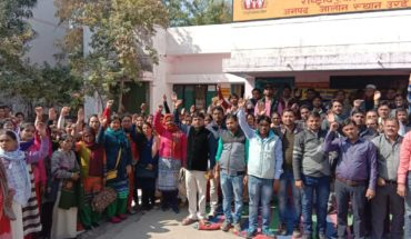 जालौन में पिछले 8 दिन से उत्तर प्रदेश राष्ट्रीय स्वास्थ्य मिशन संविदा कर्मचारियों की हड़ताल व कार्य बहिष्कार से चरमरायी स्वस्थ सेवाएं। Soni News