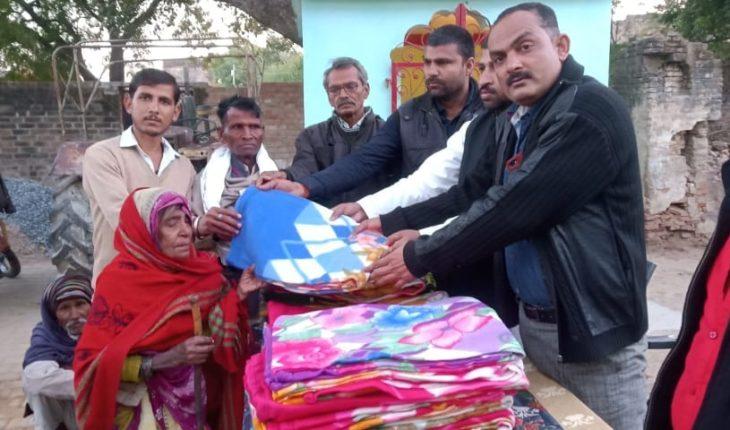 जालौन-शिवपाल सिंह यादव फैन्स एसोसिएशन की जालौन टीम ने बांटे गरीबों को कम्बल Soni News