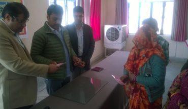 बबीना विधायक ने ग्रामीणों को किये राशन कार्ड वितरण  रिपोर्ट : अरुण वर्मा Soni News