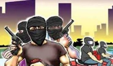 जनपद जालौन-एक बार फिर बदमाशों ने सर्राफा व्यवसाई को तमंचे की नोक पर लूटा। Soni News