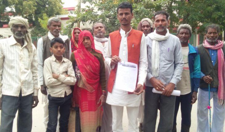 जालौन-10 महीनो से खराब हैंडपम्प का रिबोर कराने को लेकर जिलाधिकारी को ज्ञापन सौंपा। Soni News