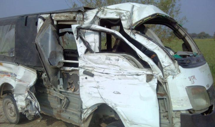 जालौन-ट्रक और मैजिक की हुई भिड़ंत। Soni News