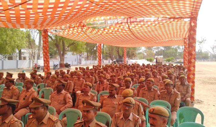 जालौन-पुलिस अधीक्षक ने प्रथम एवं द्वितीय चरण की चुनाव ड्यूटी हेतु सरकारी वाहन से हरी झण्डी दिखाकर किया रवाना Soni News